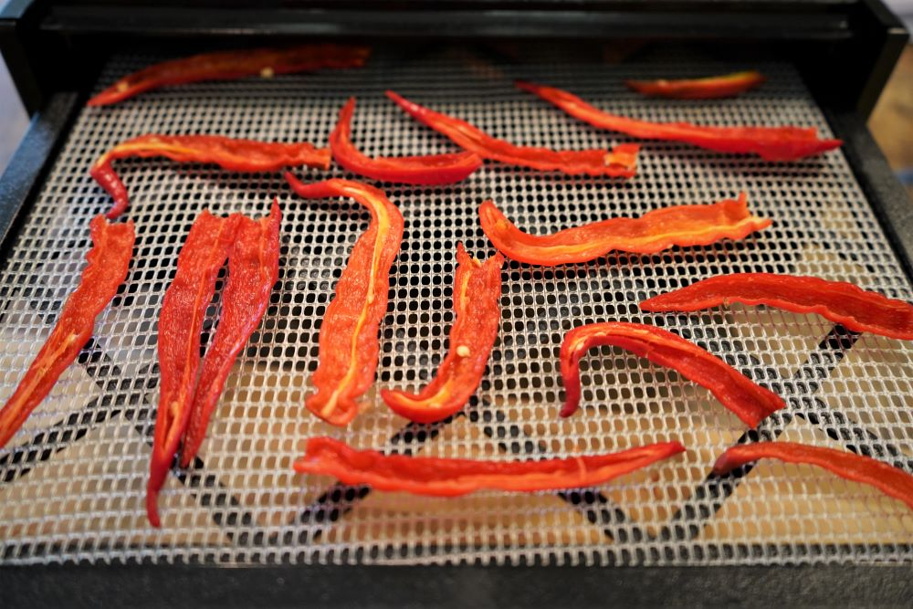 How To Dry Cayenne Peppers in Dehydrator